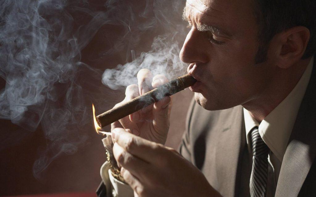 Как курить сигару?