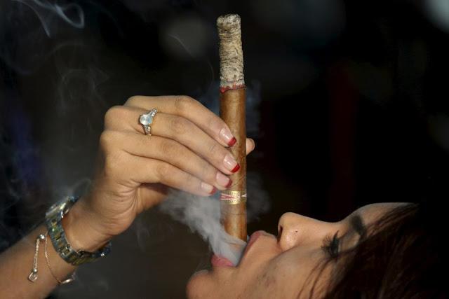 Как курить кубинские сигары?