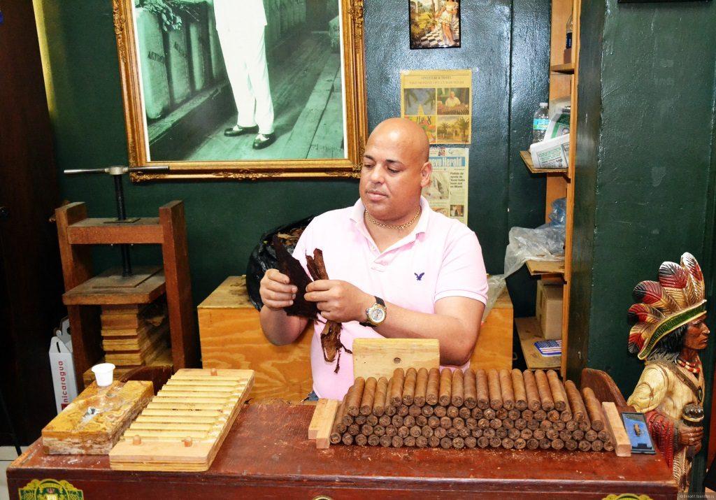 Производство сигар на Кубе